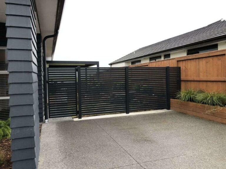 1x1 horizontal slat fence